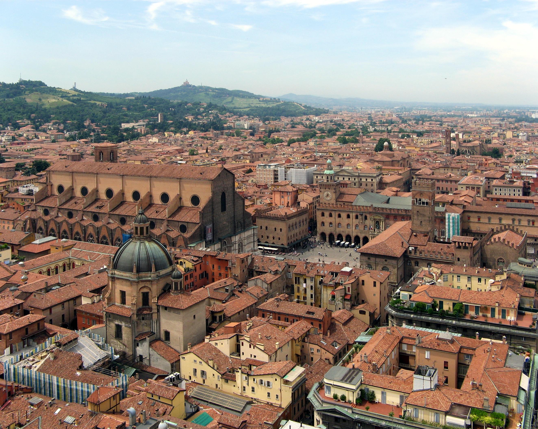 Una veduta di Bologna e del territorio limitrofo